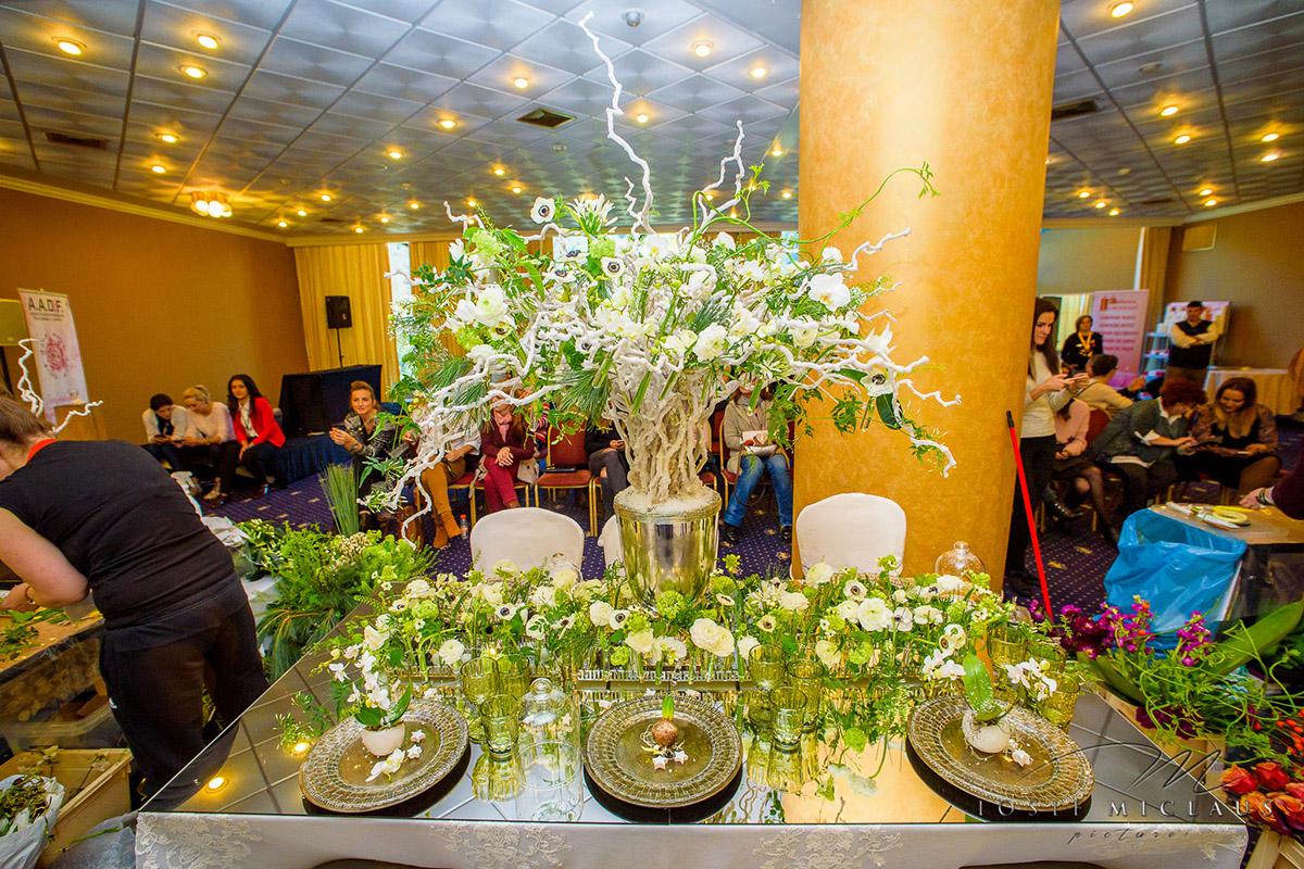 Aranjament floral la Expozitia anuala a floristilor din Romania